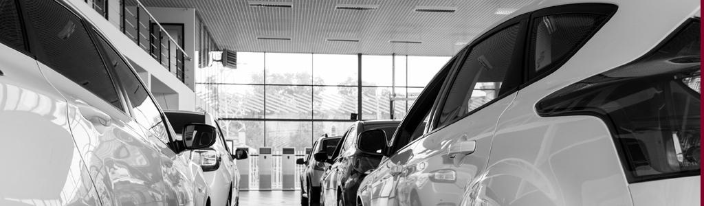 Autos auf einer Verkaufsfläche